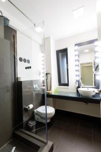 A bathroom at Lol et Lola Hotel