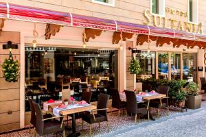 A restaurant or other place to eat at Hotel Sultania Boutique Class