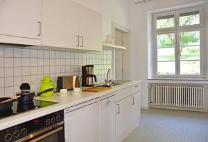A kitchen or kitchenette at Robert-Schuman-Haus