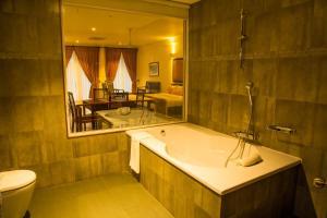 Ванная комната в Refresh Hotel Hikkaduwa
