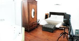Una cama o camas en una habitación de La Rozada Suites