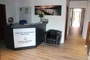 The lobby or reception area at Motel Airport Schönefeld