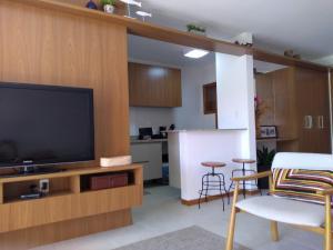 A television and/or entertainment centre at PRAIA DO FORTE - CONDOMINIO VILLAGE DAS ACACIAS - PISCINAS NATURAIS