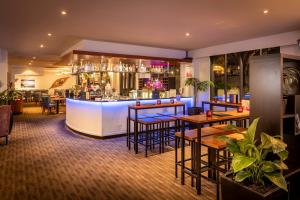 The lounge or bar area at Copthorne Hotel Auckland City