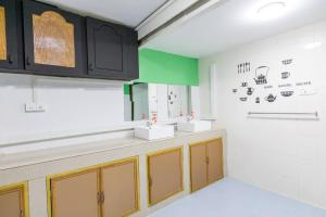 A bathroom at Little Monkey Hostel