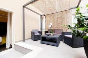 A seating area at Quirinale Luxury Rooms