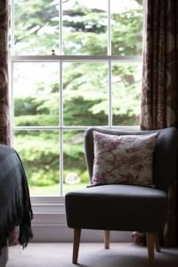 A seating area at Evesham Hotel