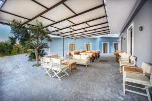 A restaurant or other place to eat at Porto Zorro Beach Hotel