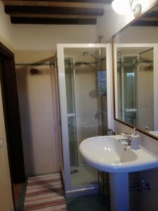 A bathroom at Agriturismo La Paladina