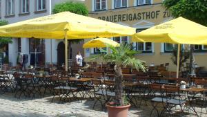 Ein Restaurant oder anderes Speiselokal in der Unterkunft Brauereigasthof zur Münz seit 1586