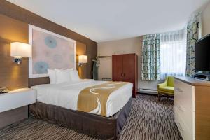 A bed or beds in a room at Quality Inn Kamloops