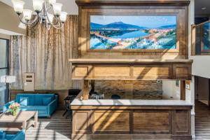 A television and/or entertainment centre at Quality Inn Kamloops