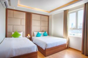 Giường trong phòng chung tại Pariat Hotel & Apartment