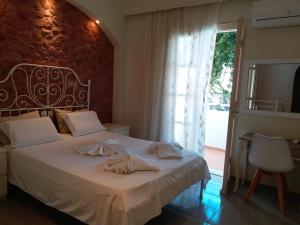 A bed or beds in a room at Atalos Suites