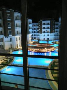 Aqua Palms Resort (Apartments and Villas)の敷地内または近くにあるプールの景色