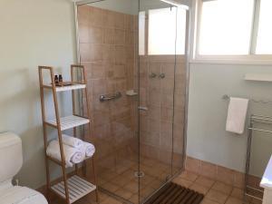 A bathroom at Lemonthyme Cottage