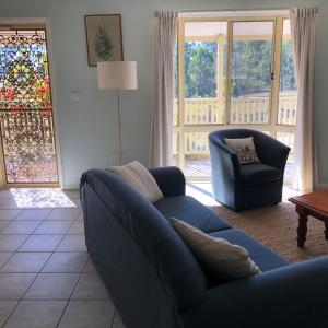 A seating area at Lemonthyme Cottage