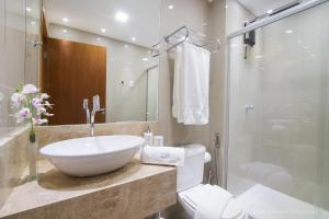 A bathroom at Maximum Home