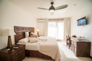 A bed or beds in a room at Paradise Beach Hotel