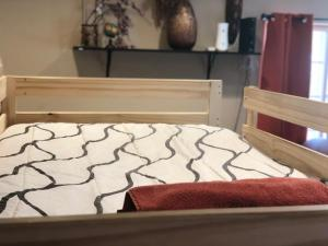 A bed or beds in a room at WHOLE Family - WholeStyl