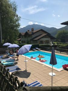 The swimming pool at or close to Residence Dromaè
