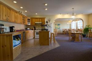 A kitchen or kitchenette at Aurora Inn