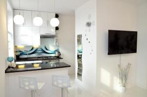 A kitchen or kitchenette at Apartament Domi