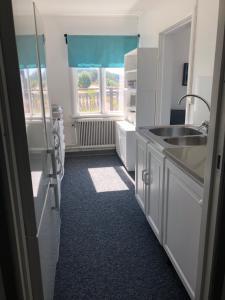 A kitchen or kitchenette at Bondasgården Soul and Food