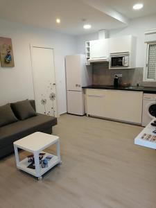 A kitchen or kitchenette at Apartamentos Playa Benitez