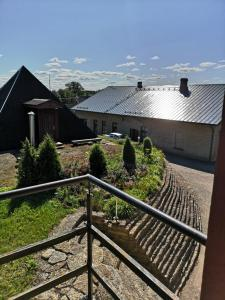 Rõdu või terrass majutusasutuses Kõrtsialuse külalistemaja