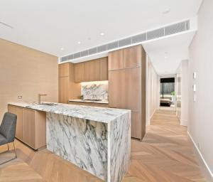 A kitchen or kitchenette at Luxury & Central En-suite Room-Million Dollar View
