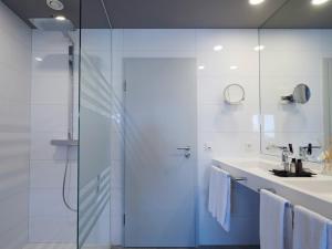 A bathroom at Amel Mitte