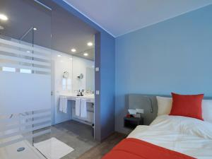 A bed or beds in a room at Amel Mitte