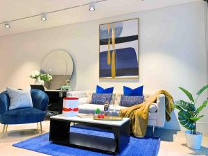 A seating area at Luxury Millions Dollar CENTRAL Home-Hyde Park View