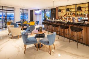 The lounge or bar area at Luxury Hotel Riva