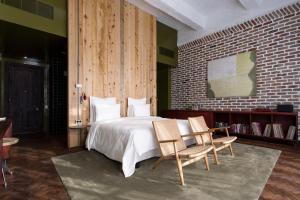 A bed or beds in a room at Stamba Hotel