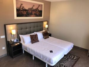 Cama o camas de una habitación en Hotel Admiral Casino & Lodge