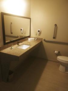 A bathroom at Cobblestone Hotel & Suites - Harborcreek