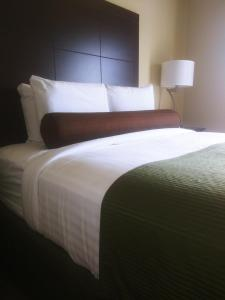 A bed or beds in a room at Cobblestone Hotel & Suites - Harborcreek