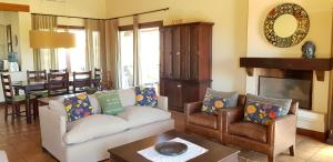 A seating area at Casa Prana by Cafayate Holiday