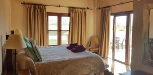 A bed or beds in a room at Casa Hortensia by Cafayate Holiday