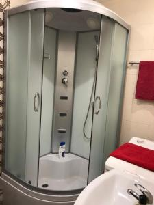 A bathroom at Apartments Gagarina 72