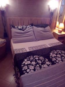 A bed or beds in a room at Rez-de-chaussée de villa