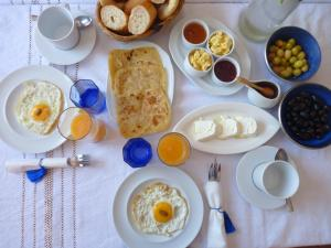 Breakfast options available to guests at Dar Zambra