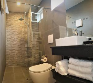 Ein Badezimmer in der Unterkunft MIA Hotel