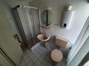 A bathroom at Zur Alten Fuhrmanns-Schaenke