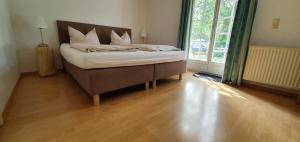 A bed or beds in a room at Zur Alten Fuhrmanns-Schaenke