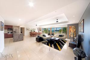 A seating area at Le Jarden Penthouse - Airlie Beach