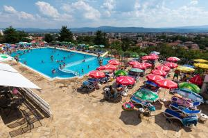 A view of the pool at Zornica Hotel or nearby