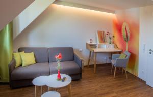 Ein Sitzbereich in der Unterkunft Gasthof Linden & Wildkräuterhotel